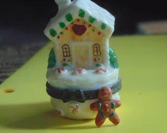 Ginger bread house wirh ginger bread cookie trinket