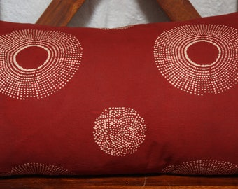 Series 3 stars:, Cushion cover 30x50cm (12 x 20 inches), printed Indian cotton shibori way. Red and beige colors.