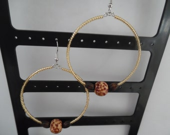 Leopard print beaded hoop earrings, Gold seed bead hoop earrings, Gold leopard print earrings, Memory wire earrings