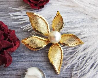 Teacher gift for Grandma gift brooch Flower Brooch Vintage brooch Gold brooch Costume brooch Vintage jewelry Elegant brooch Pearl brooch