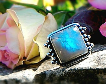 Ring with Labradorite, magical stone par excellence.