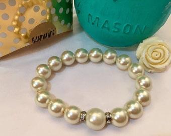 Sophisticated Pearls Bracelet