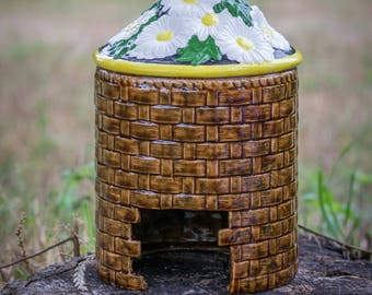 Basket Full of Daisies Toad House