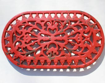Trivet cast iron red French vintage shabby chic country style kitchen rustic