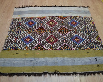 Vintage kilim. Turkish kilim rug. Small size kilims. Turkish tribal rug. Free shipping. 5.1 x 4.9 feet.