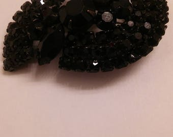 Vintage 80s chunky black brooch pin.