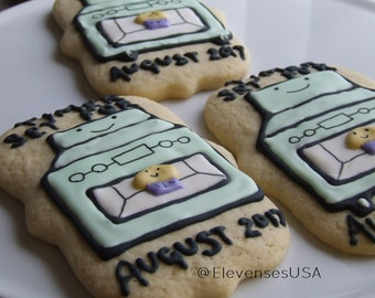 12 pregnancy announcement cookies