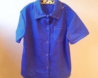 White spotted bright blue collared short sleeve shirt