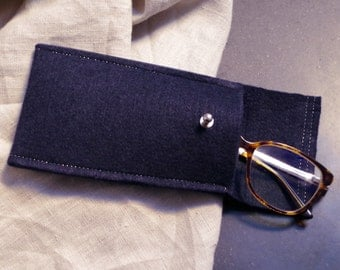 The case in soft felt Navy and silver