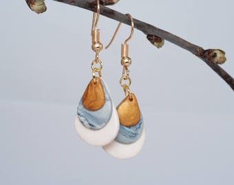 Dropshaped earrings, handmade polymer clay earrings, white earrings, marble earrings, gold earrings