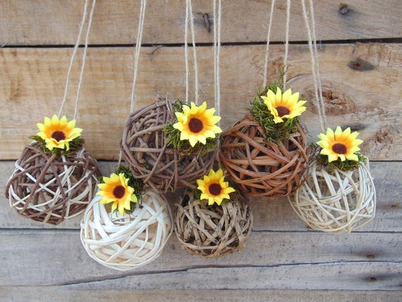 Mylovelyweddingday sunflower kissing ball centerpiece