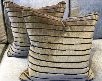 Colony velvet cushion