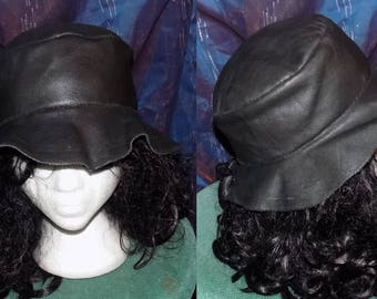 "Leather Hat ""just-Lady-like"" in black"