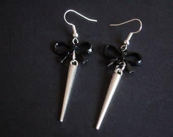 Bow spike earrings