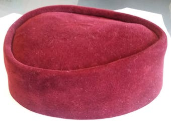 Men's hat for casual and occasional wear.