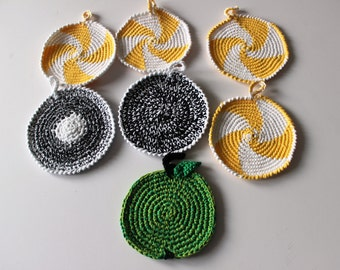 POT HOLDERS crochet-CROCHET potholders-agarraderas de ganchillo-Topflappen-made hand-shaped circular-rectangular-apple-Italian cotton