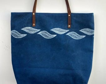 Waxed canvas tote: Blue Leaves