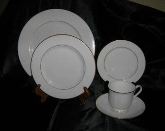 Vintage LENOX China DEBUT Collection HANNAH Gold Pattern 5 Piece Place Setting