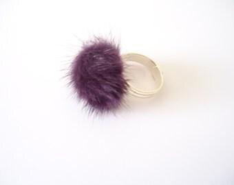 Pompom purple ring