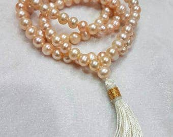 Very beautiful pink pearl necklace