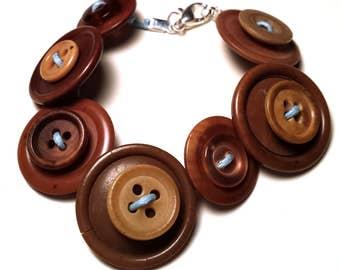 Brown vintage buttons bracelet