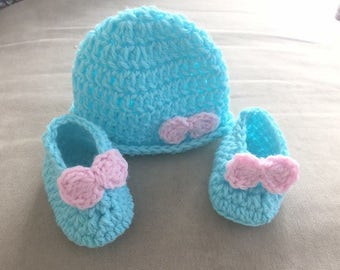 Baby girl crochet hat and booties set, , Baby shower gift, New baby hat and booties