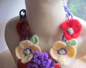 Handknitted, chain and acrylic neckpiece