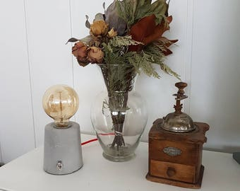 Concrete lamp with Edison bulb