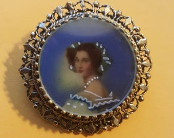 Antique Portrait Pendant Brooch in 14K Yellow Gold