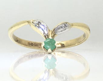 Vintage 1983 Dated Emerald and Diamond Wishbone Fancy Decorative 9ct Yellow & White Gold Ring Size O/7