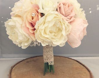 Ivory and blush pink bouquet