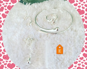 Sterling silver jewelry set.
