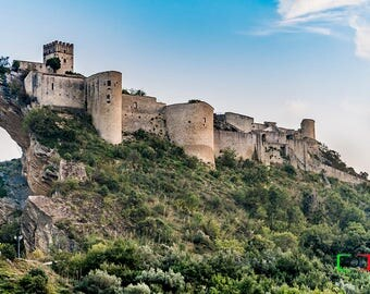 Italy medieval castle, photography, pictures Roccascalegna, Abruzzi