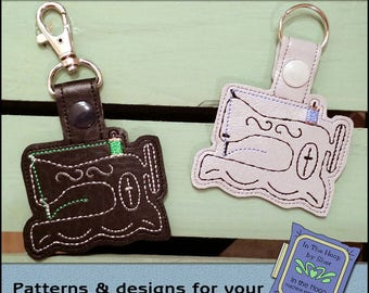 ITH Antique Sewing Machine Vinyl Key Fob - Sewing Machine Bag Tag - Keychain with Snap Tab - Machine Embroidery Design