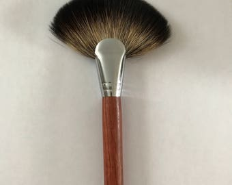 Professional Makeup Fan Blush Brush