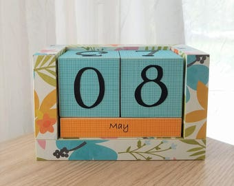 Perpetual Wooden Block Calendar - Blue Yellow and Green - Tropical Hibiscus Wildflower Flowers