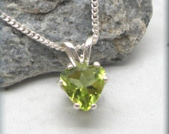 Peridot Heart Necklace, August Birthstone Jewelry, Sterling Silver, Gemstone Pendant, Peridot Pendant, Birthday Gift, Solitaire SN981