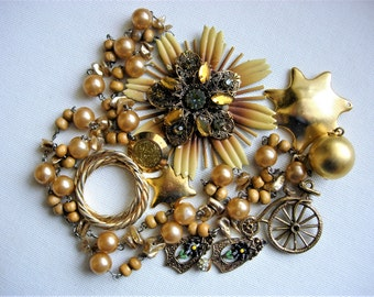 Pretty Craft Lot of Various Broken Vintage Jewelry and Items