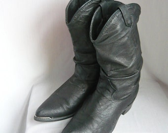 Womens 80s Slouchy Cowboy Ankle Boots/ size 6 .5 Eur 37 Uk 4 / Black  Leather Biker METAL TOE / Rockabilly Urban Western Flats