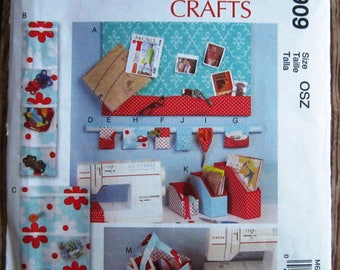 Mccall 6909 Sewing Items, Craft Room Storage, Message Board/Organizer, Pincushion, Assorted Organizers, Sewing pattern Uncut
