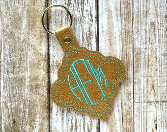 Monogram keychain - Custom keychain - womens gift Personalized Keychain  glitter vinyl quatrefoil keychain with embroidered oval monogram