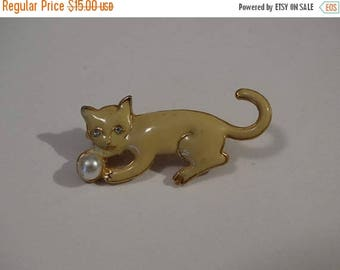 Kitten Brooch, Pin, Pearl Ball, Cream colored Kitten, Feline, Meow, Playing Kitten, Kat, Cat