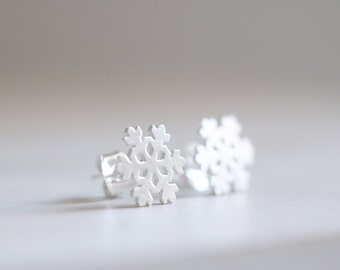 Snowflake Earrings. Sterling silver Snowflake Studs. Snow earrings, Winter Earrings, Snow studs, Silver Stud Earrings, Winter Jewelry.