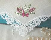 Vintage Handkerchief Scottish Heather Lace Corner Hand Embroidered Hankie Magenta & White Bouquet Bow Scottish Wedding - EnglishPreserves