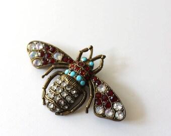 Bumble bee.  Vintage rhinestone and metal  pin or brooch.