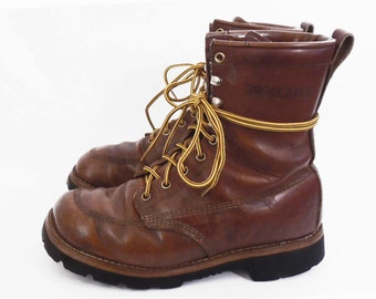 70's INSULATED work boots // lace up padded leather // vintage winter boots // Vibram soles // women's size 8.5 W // wide