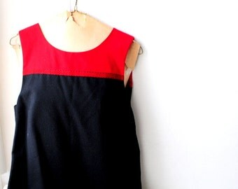 Classy vintage 90s black wool jumper-mini dress witha a red yoke. Made by Talbots. Size 10. Mint condition.