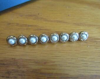 Pearl bar brooch