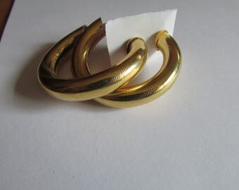 Gold hollow hoops post