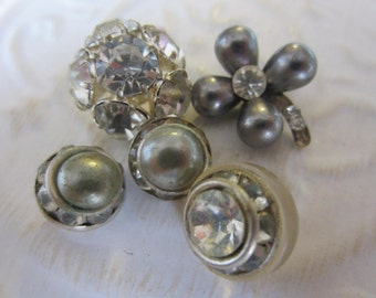 Vintage Buttons -  beautiful and unique lot of 5 unique (2 matching) rhinestones, silver metal (jan 211-17)